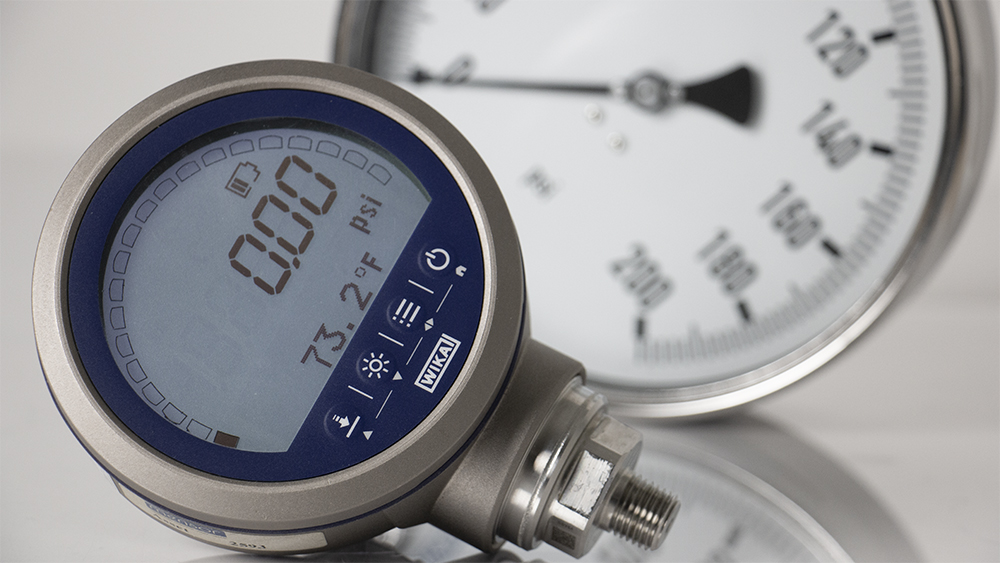 Digital and analog pressure gauge