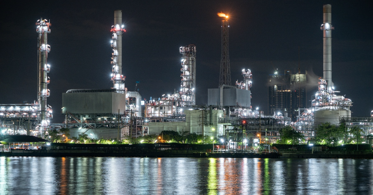 petrochemical-oil-refinery-and-sea-in-industrial-engineering